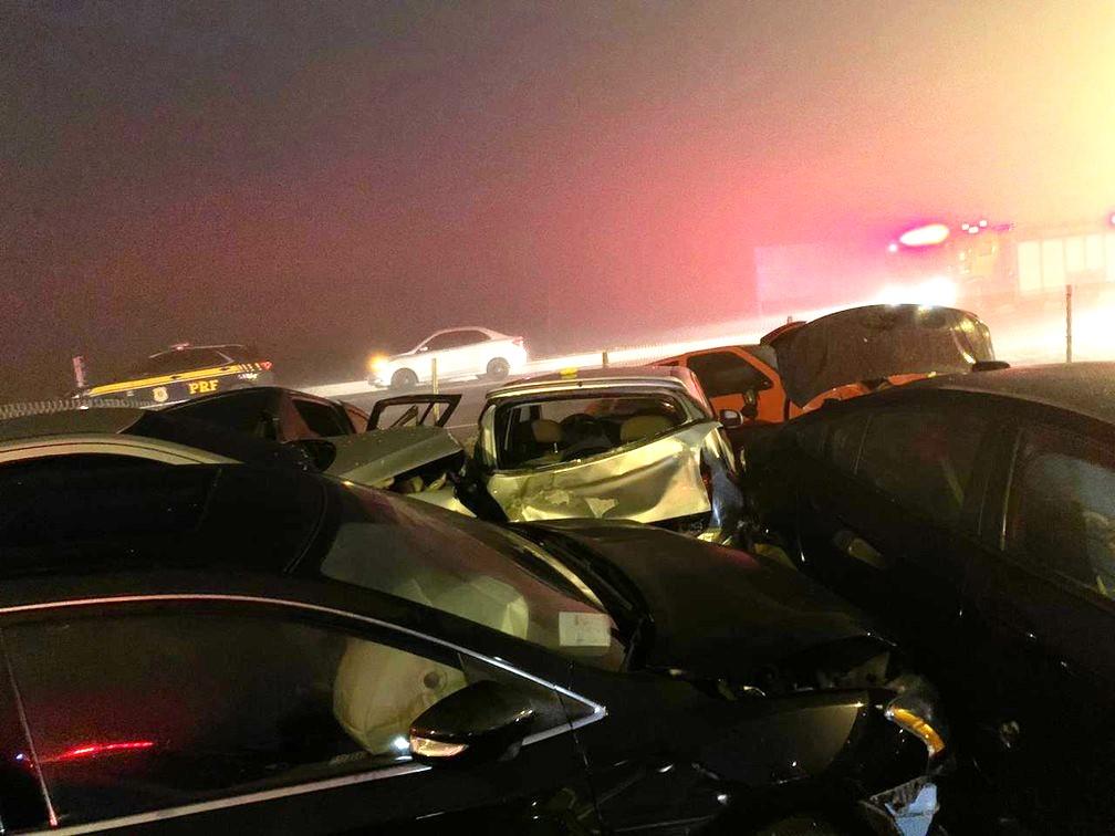 Acidente com mais de 22 veículos deixa 8 mortos, número de feridos ...